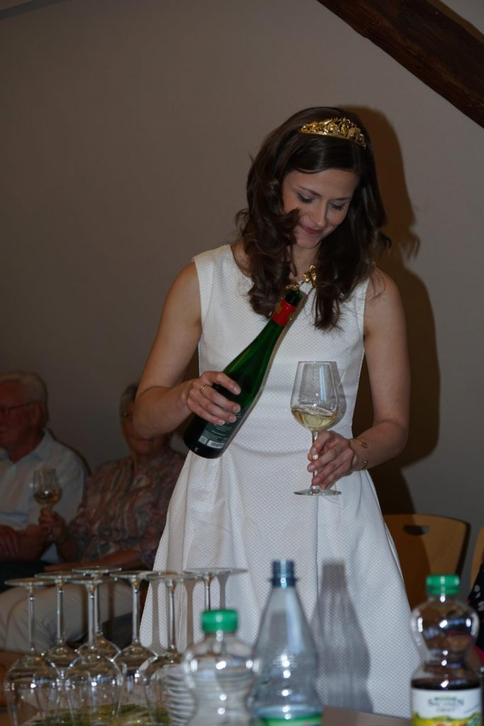 Weinprobe mit Weinkönigin Friederike Wachtel